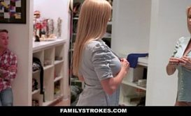 Safada patroa vadia dando na sala de casa