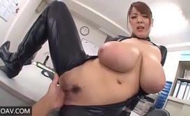 Fazendo sexo com japonesa dos peitos grandes