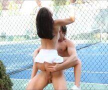 Hot sex novinha fodendo na quadra de tênis