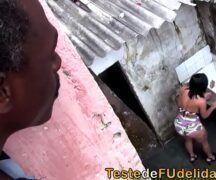 Prono brasil negro esta comendo a vizinha da favela