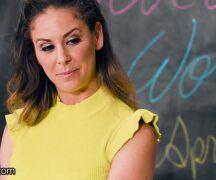 Lesbicas se chupando em uma trepada na sala de aula
