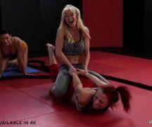 Sexo com lesbicas na academia de luta